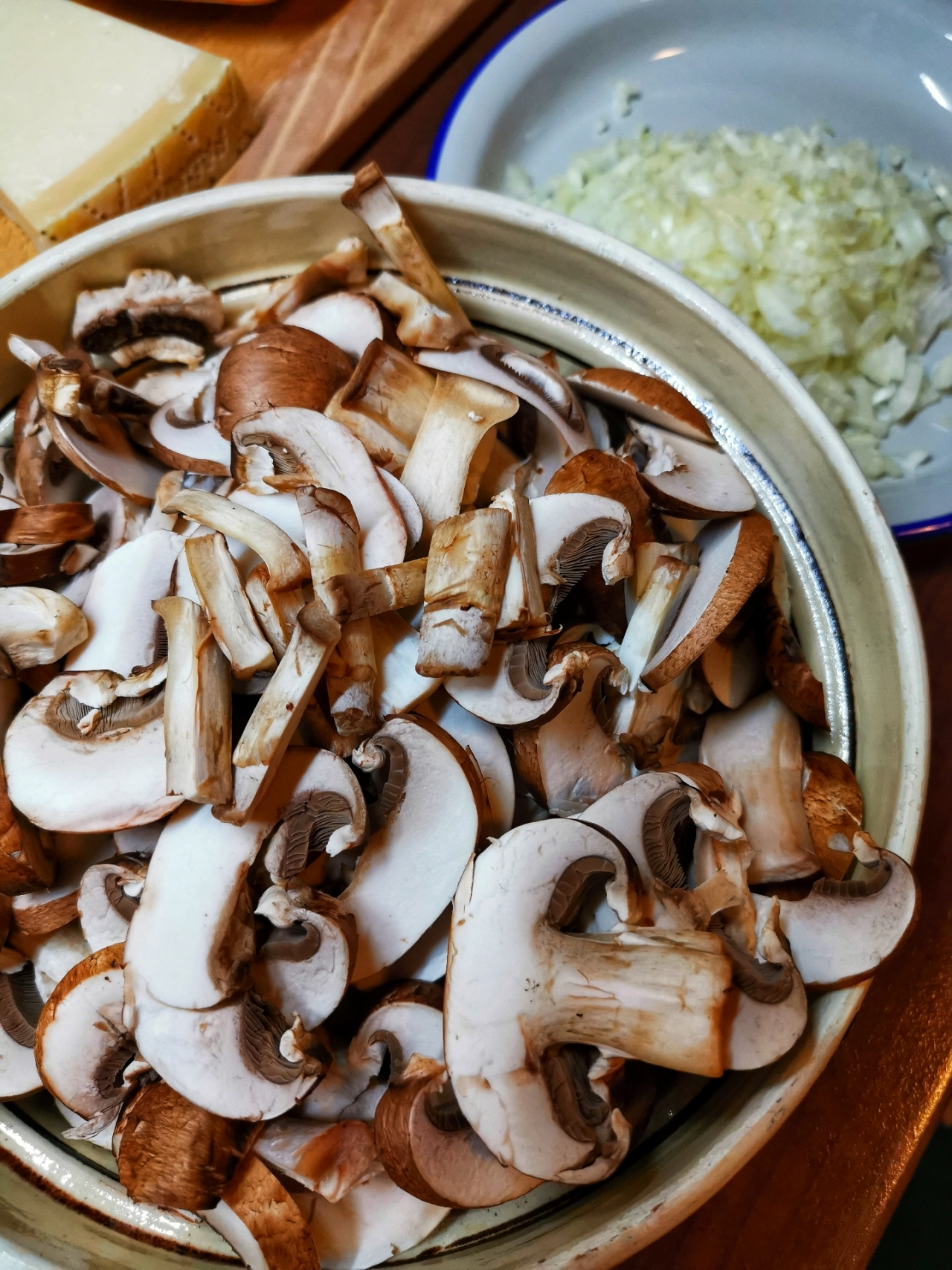 ciuperci brune feliate