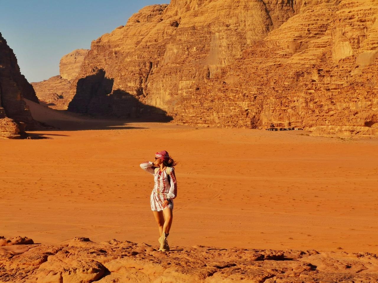 Fata in desert Wadi Rum