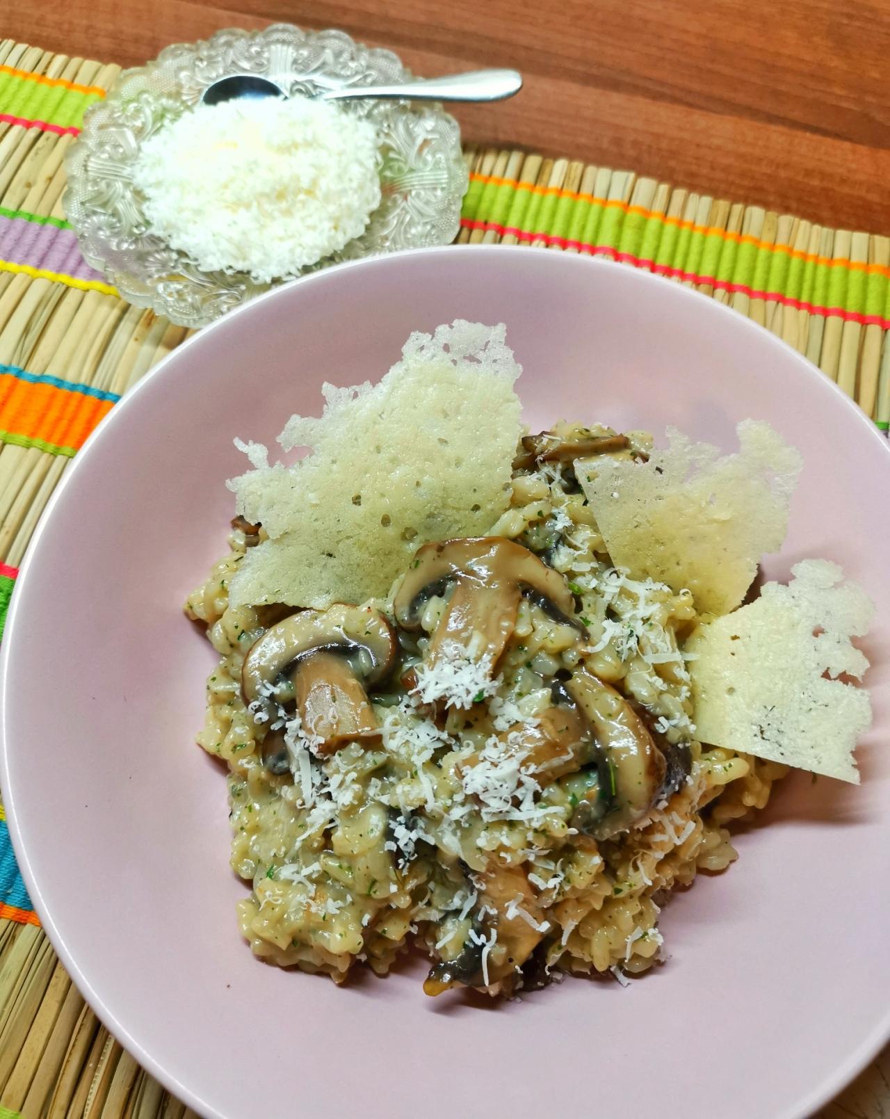 prezentare risotto cu ciuperci brune