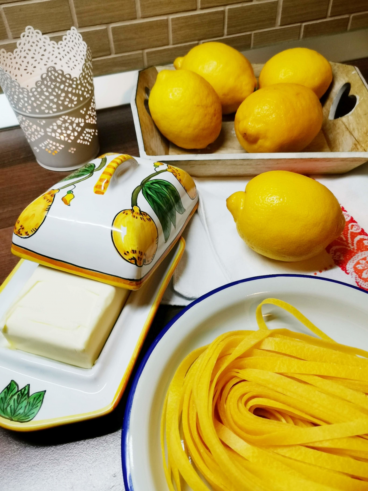 ingrediente tagliate al limone
