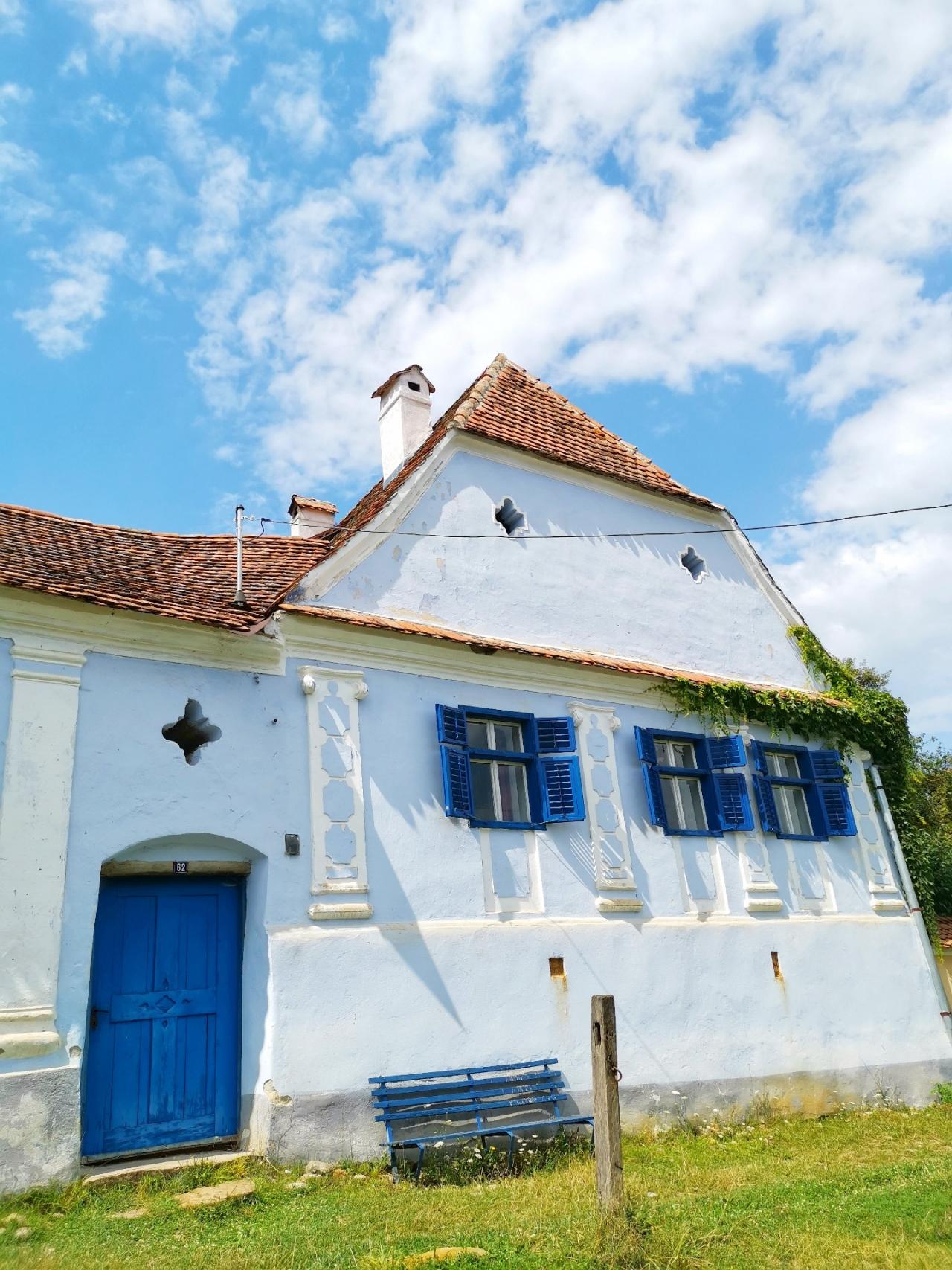 Casa cu usa albastra Viscri