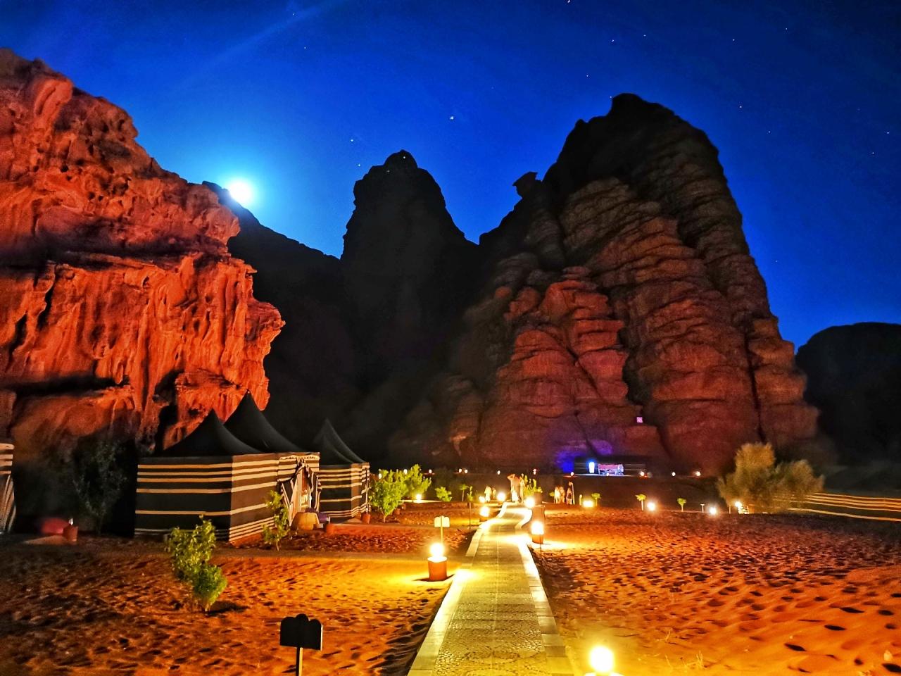 Wadi Rum Camp Jordan luna noaptea