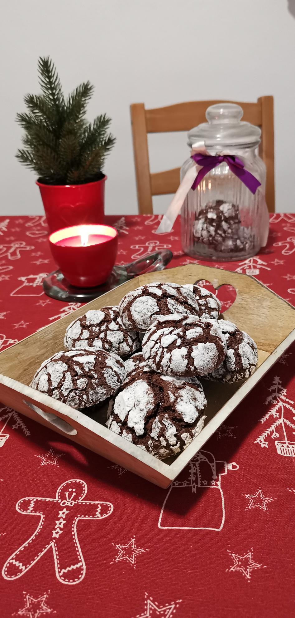 Biscuiti cu ciocolata crapati